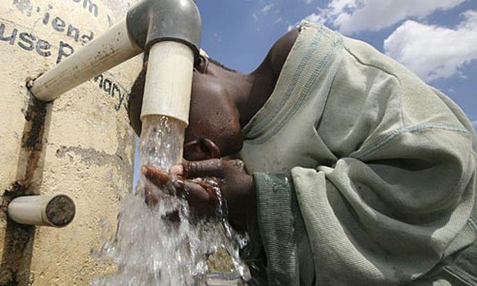 Sauberes Trinkwasser ist Mangelware in Simbabwe.