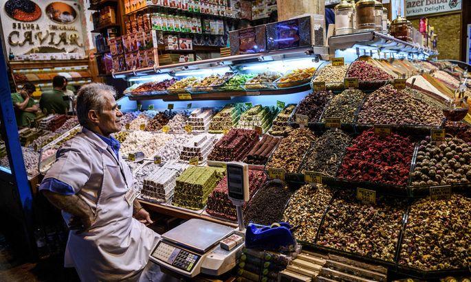 TURKEY-TOURISM-DAILY-LIFE-RAMADAN