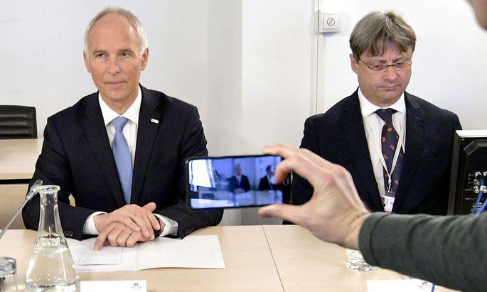 Peter Goldgruber, Generalsekretär im Innenministerium (links, mit seinem Anwalt), stand am Dienstag Rede und Antwort.