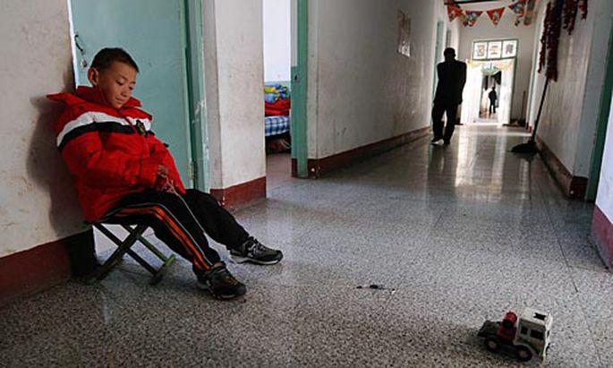 Ein mit HIV infiziertes Kind in einer Schule in China.