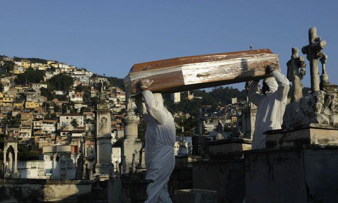 Knapp 18.000 Menschen sind bisher in Brasilien an Covid 19 gestorben