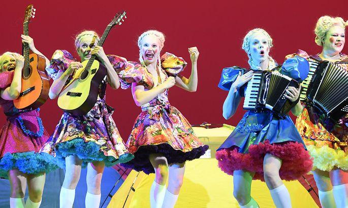 Akkordeon und Gitarre im Burgtheater.