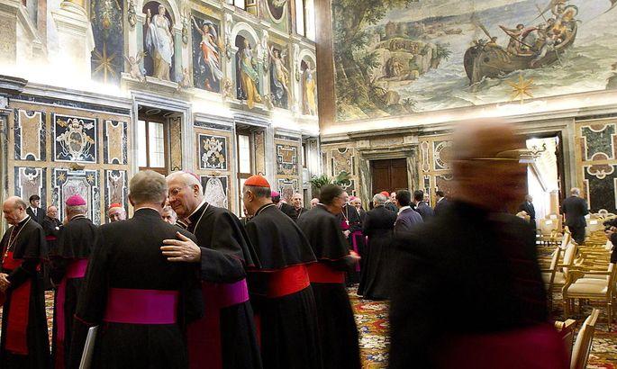 Archivbild - Kurienkardinäle in der Sala Clementina