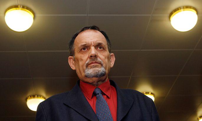 Gerd Honsik wurde 1941 in Wien geboren. Er galt Jahrzehnte als eine einflussreiche und bestens vernetzte Figur der Rechtsextremen Europas. Trotz zahlreicher Verurteilungen war er bis zuletzt vor allem online einschlägig aktiv. (Archivbild aus 2009)