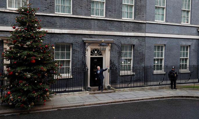 """Boris Johnson hat sein """"Brexmas"""", wie die """"Sun"""" titelte. Der strahlende Wahlsieger will den Brexit vor Weihnachten durchpeitschen."""