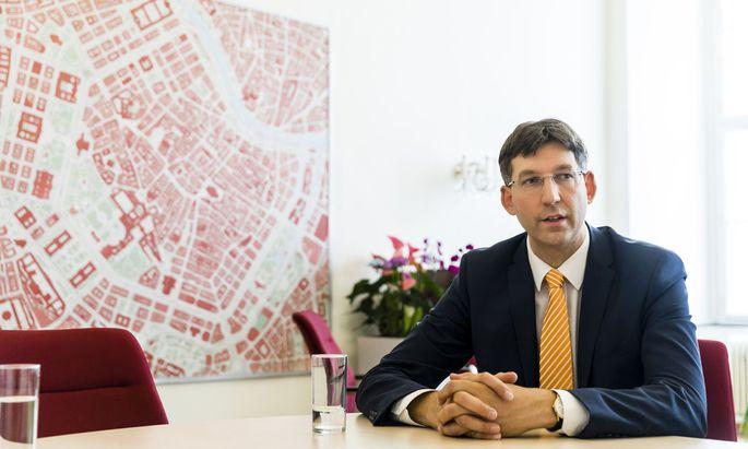 """Bezirksvorsteher Markus Figl (ÖVP) hat diese Woche mit grün-türkisen Plänen für eine """"autofreie"""" Innere Stadt für Aufsehen gesorgt.Bezirksvorsteher Markus Figl (ÖVP) hat diese Woche mit grün-türkisen Plänen für eine """"autofreie"""" Innere Stadt für Aufsehen gesorgt."""