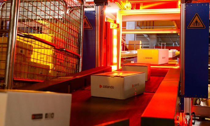 Parcels of online mail order company Zalando are transported on a conveyor at the parcel distribution center of Swiss Post in Frauenfeld