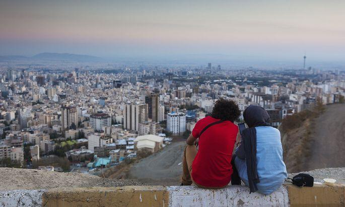 Kann ein Militärschlag noch abgewendet werden? Die Menschen in der iranischen Hauptstadt Teheran sehen einer schwierigen Zukunft entgegen.