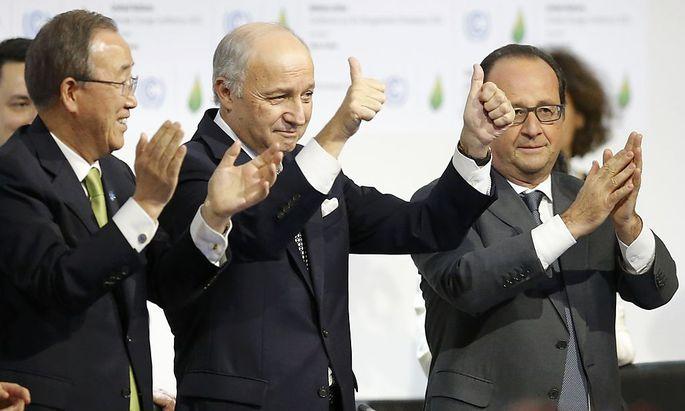 Erleichterung bei den Gastegebern: UNO-Generalsekretär Ban Ki-Moon, Frankreichs Außenminister Laurent Fabius und Präsident Francois Hollande.