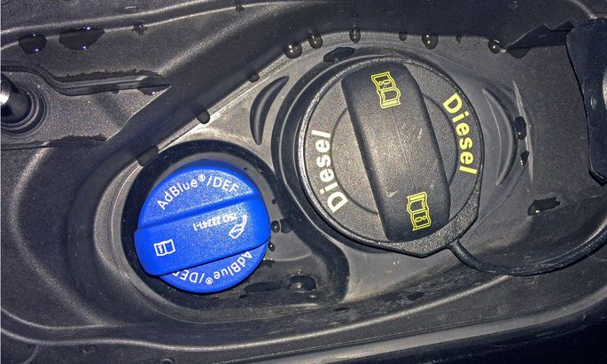 Dieselfahrzeug mit AdBlue Tank Ad Blue AdBlue auch AUS 32 fŸr aqueous urea solution oder Arla 32