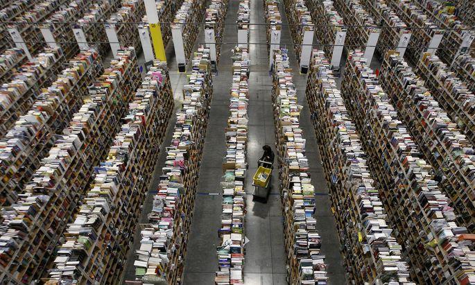 Paketverteilzentrum von Amazon: Globale Internetkonzerne zahlen in Österreich kaum Steuer. Mit der geplanten Digitalsteuer wird sich daran wenig ändern, beklagen Wirtschaftsvertreter im Vorfeld der Steuerreform.
