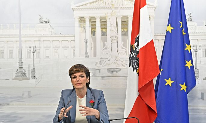 Pamela Rendi-Wagner bei ihrer Pressekonferenz anlässlich des 1. Mai.