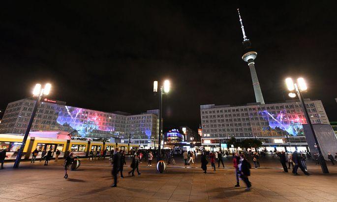 Auch eine Art Bewältigung von Fernweh: virtuell über den Berliner Alexanderplatz flanieren.