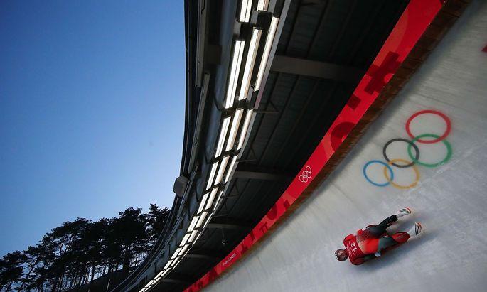 Rodler im olympischen Eiskanal