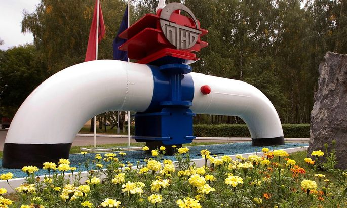 FILE PHOTO: Model of a pipeline is seen at the main entrance to the Gomel Transneft oil pumping station, which moves crude through the Druzhba pipeline westwards to Europe, near Mozyr