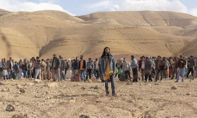 Al-Masih (Mehdi Dehbi) bricht mit 2000 Palästinensern im Schlepptau nach Israel auf. Dort schrillen die Alarmglocken.