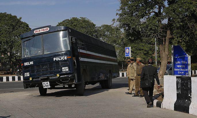 In dem Bus sollen die Verdächtigen zum Gericht gebracht worden sein.
