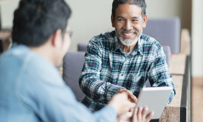 Gemeinsam mit dem Klienten neue berufliche Ziele definieren und geeignete Aus- und Weiterbildungswege dorthin finden, ist die Aufgabe von Bildungsberatern.