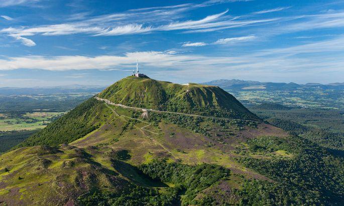Der Puy de Dôme ist ein erloschener Vulkan.