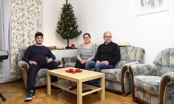 Jean Paul mit seinen Eltern Sirmola und Raymond. Die Familie kommt aus Aleppo.