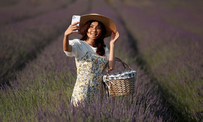 Ticha takes a selfie photograph at Hitchin Lavender farm in Ickleford