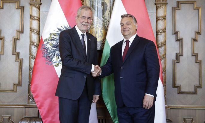 """""""We agree to disagree"""": Van der Bellen und Orban. Respektvolle Distanz hier, Charmeoffensive da."""