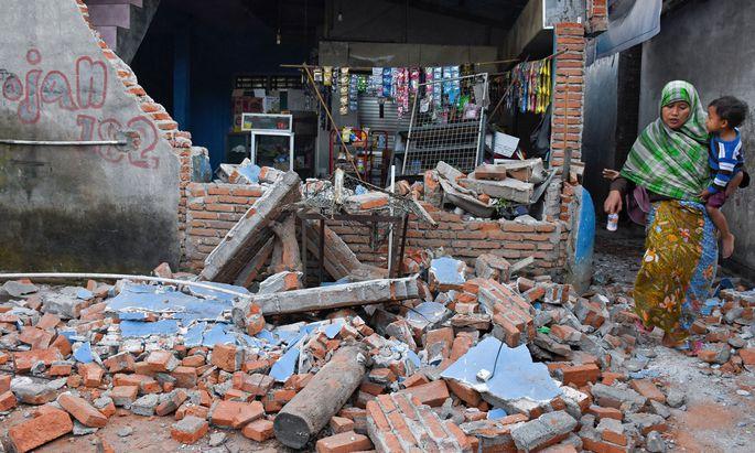 Das Beben der Stärke der 6,9 zerstörte mehr als 13.000 Gebäude.