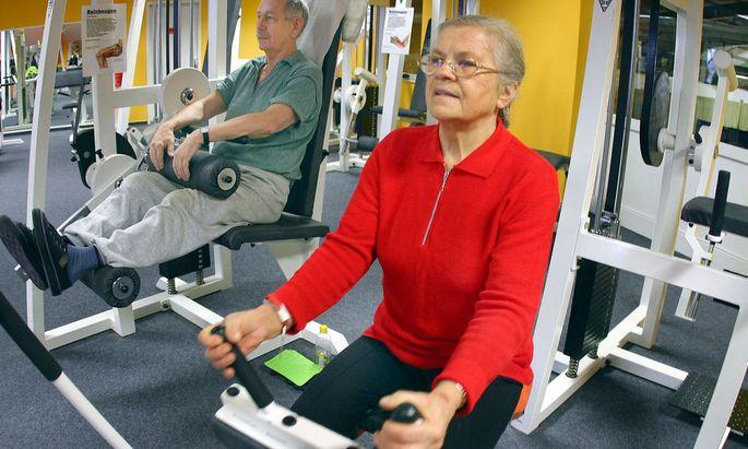 Symbolbild: Senioren im Fitnesscenter