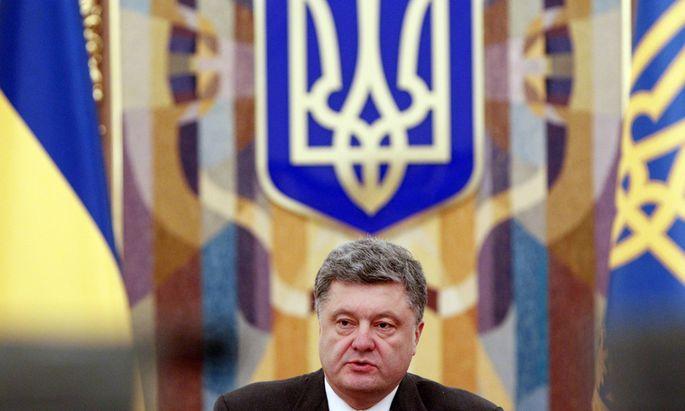 Ukraine´s President Poroshenko chairs the Security Council meeting in Kiev