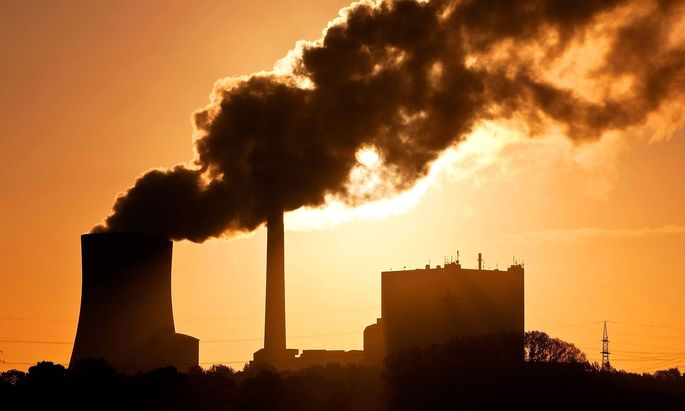 Steinkohlekraftwerk Kraftwerk Heyden am fruehen Morgen Deutschland Nordrhein Westfalen Petershag