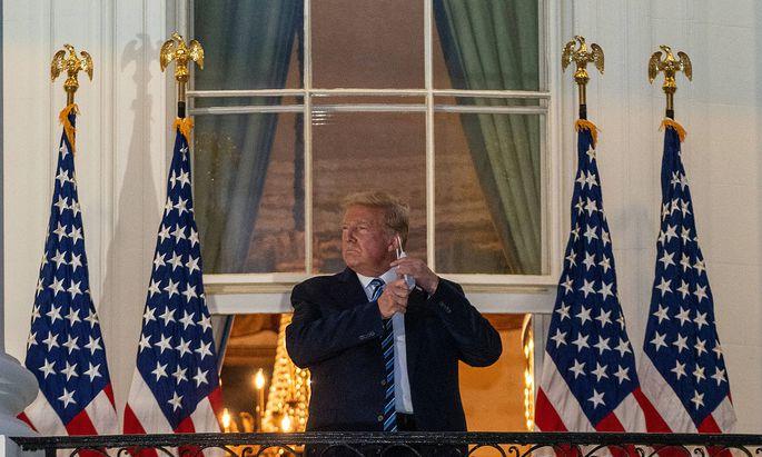 Der US-Präsident hat nach vier Tagen das Krankenhaus verlassen und trat später auf den Balkon des Weißen Hauses.