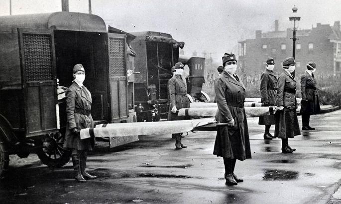 Helferinnen des Roten Kreuzes während der Spanischen Grippe, 1918
