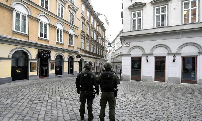 Bilder, an die sich Wien erst gewöhnen muss: Starke Polizei- und Militärpolizeipräsenz nach dem Anschlag in der Wiener Innenstadt.