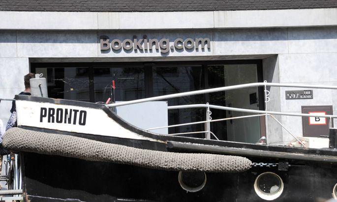 Ein sonniger Tag am Samstag 07 05 2016 in Amsterdam Im Bild Die Booking com Niederlassung