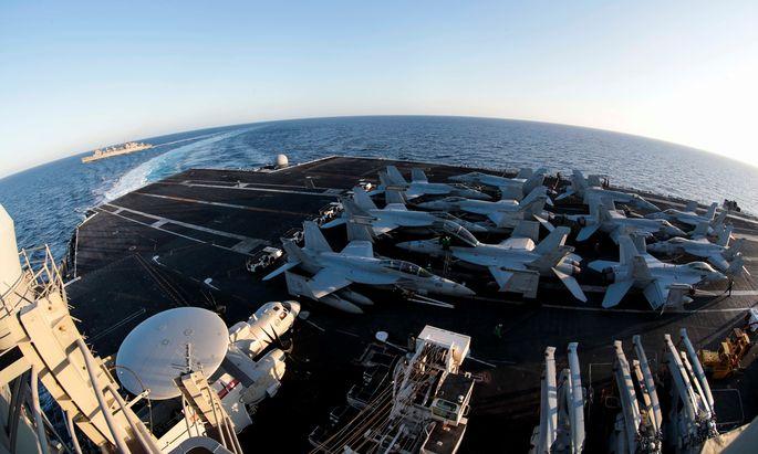 Auf Kurs in Richtung Iran: Eine Marinekampfgruppe rund um den Flugzeugträger USS Abraham Lincoln (CVN 72) auf dem Weg in Gewässer rund um Iran. Mit der Verstärkung ihrer Militärpräsenz in der Region wollen die Amerikaner den Druck auf das Regime in Teheran weiter erhöhen.