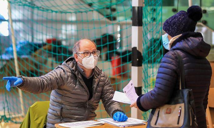 Südtirol versuchte es Mitte November mit Massen-Antigentests in der Bevölkerung.