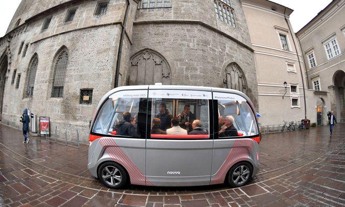 Fahrerloser Bus im Test: Der Navya, der schon in Salzburg unterwegs war, soll ab Mitte 2019 in der Seestadt Aspern fahren. [
