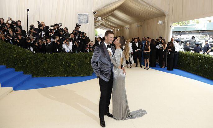 Das Traumpaar schlechthin: Tom Brady und Gisele Bündchen, seine Frau. Das Supermodel aus Brasilien ist weltweit noch berühmter als der Sportstar.
