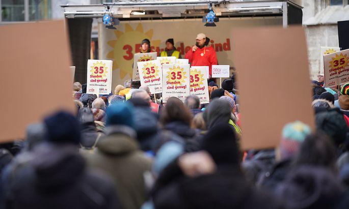 Die bisher unerfüllte Forderung der Sozialwirtschaft nach einer 35-Stunden-Woche mündet am Mittwoch vielerorts in Warnstreiks.