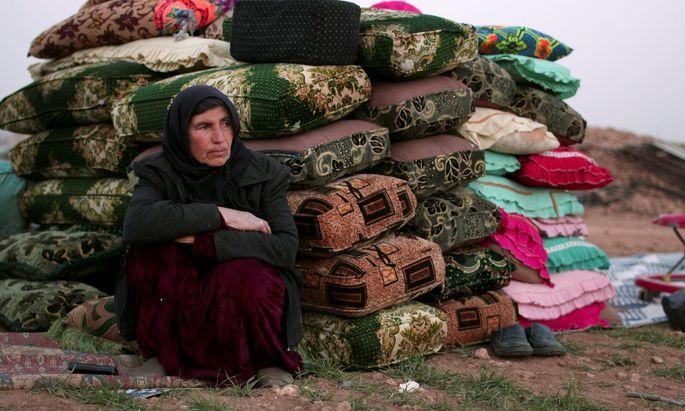 Diese Frau floh vor den Kämpfen in Manbij.