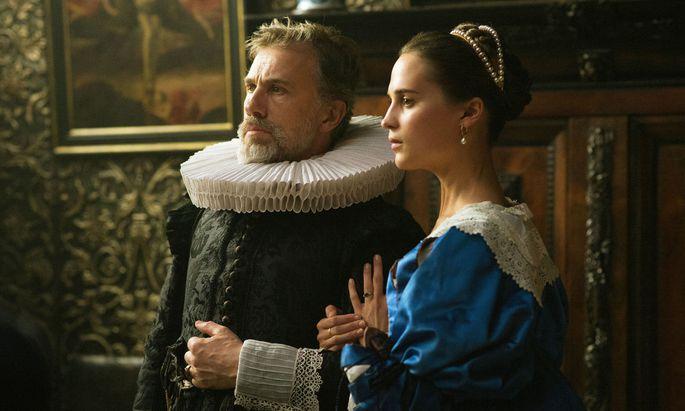 Unglücklich verheiratet: der reiche Amsterdamer Kaufmann Saandvort (Christoph Waltz) und seine junge Frau, Sophia (Alicia Vikander).