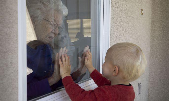Viele ältere Menschen leiden während der Pandemie an Einsamkeit. (Symbolbild)