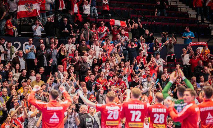 Österreichs Handballer genießen die Auftritte in der Wiener Stadthalle. Im heimischen Liga-Betrieb erwartet sie Konträres.