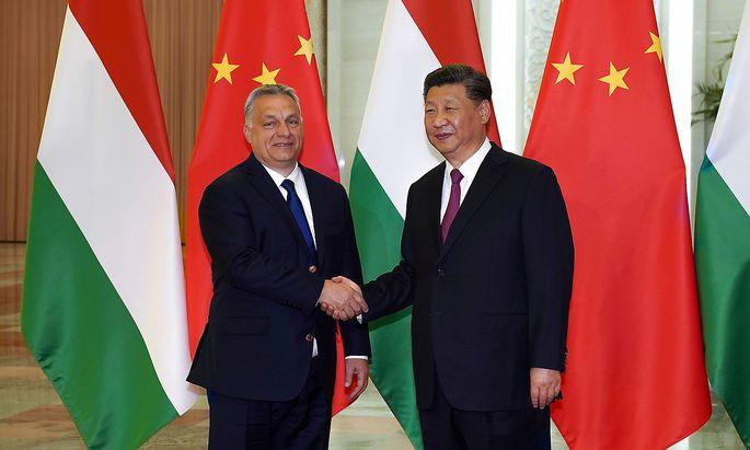 Ungarns Ministerpräsident Orbán mit Chinas Präsident Xi im Jahr 2019 in Peking.