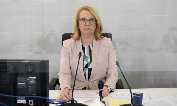 Die parlamentarische Kontrolle aus der Hand zu geben, käme einem Akt der Selbstaufgabe gleich, meint Doris Bures.