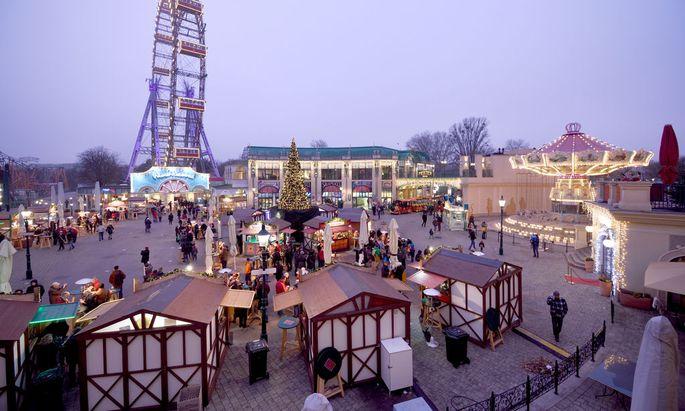 Der Wintermarkt neben dem Riesenrad.