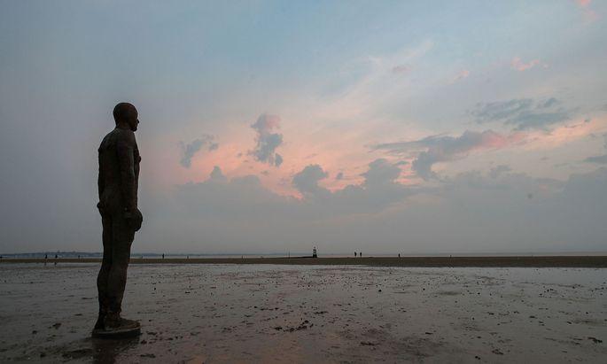 Emotionsbefreit: Eine Statue am Crosby beach in Merseyside.
