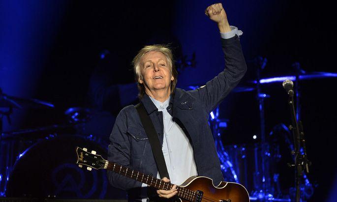 Auf den Briefmarken sind mehrere Nummer-Eins-Alben zu sehen, die McCartney seit dem Ende der Beatles 1970 als Solokünstler veröffentlicht hat.