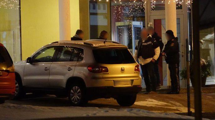 Einsatzkräfte am Tatort in Krumbach