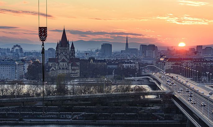 Vienna city center, river Donau (Danube), bridge Reichsbr�cke, church Franz von Assisi, cathedral Stephansdom, Ferris W